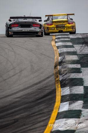 #91 SRT Motorsports SRT Viper GTS-R: Dominik Farnbacher, Marc Goossens, Ryan Dalziel, #11 JDX Racing