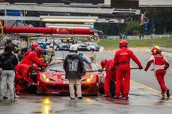 Pit stop #62 Risi Competizione Ferrari F458 Italia: Olivier Beretta, Matteo Malucelli, Robin Liddell