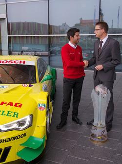 Meister 2013 Mike Rockenfeller besucht das Audi-Werk