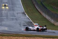 #05 CORE autosport Oreca FLM09 Oreca: Jonathan Bennett, Tom Kimber-Smith, Mark Wilkins spins off the