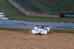 #05 CORE autosport Oreca FLM09 Oreca: Jonathan Bennett, Tom Kimber-Smith, Mark Wilkins spins off the track