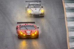 #62 Risi Competizione Ferrari F458 Italia: Olivier Beretta, Matteo Malucelli, Robin Liddell, #27 Dem