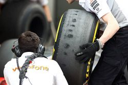Worn Pirelli lastiğis used by McLaren