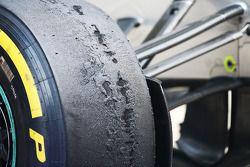 Worn Pirelli lastiğis, a Mercedes AMG F1 W04