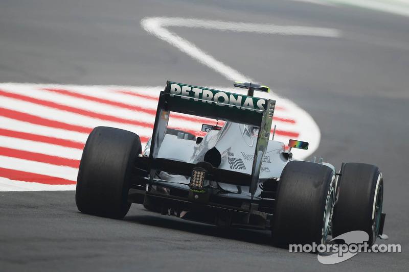 Lewis Hamilton, Mercedes AMG F1 W04 deja los pits