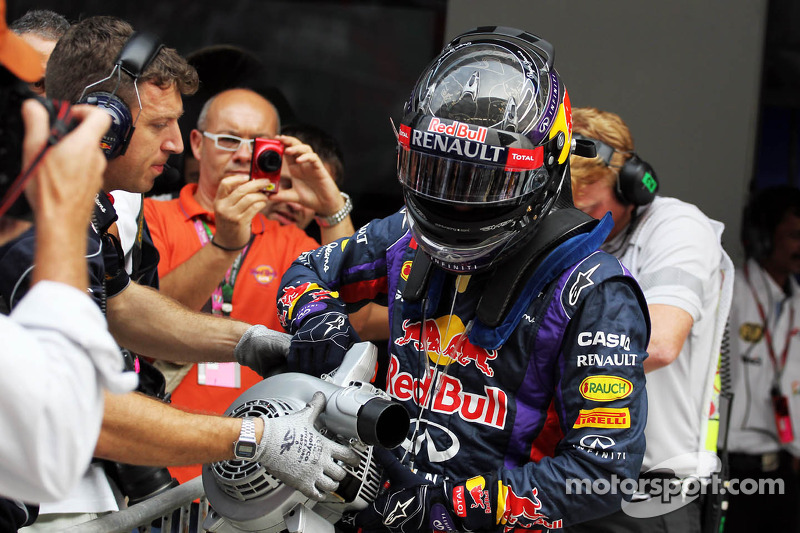 Pole sitter Sebastian Vettel, Red Bull Racing uses a fan to cool the brakes on his Red Bull Racing R