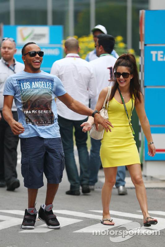Nicolas Hamilton, irmão de Lewis Hamilton, com namorada