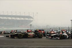 Kimi Raikkonen, Lotus F1 E21 at the start of the race