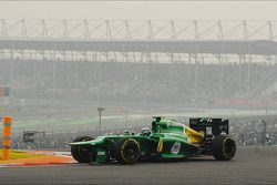Giedo van der Garde, Caterham CT03 with damaged front wing at the start of the race