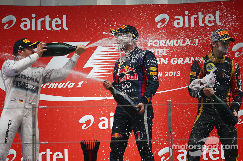 Rosberg y Grosjean acompañan en el podio a Sebastian Vettel, ganador del GP de India y campeón del mundo de F1 2013