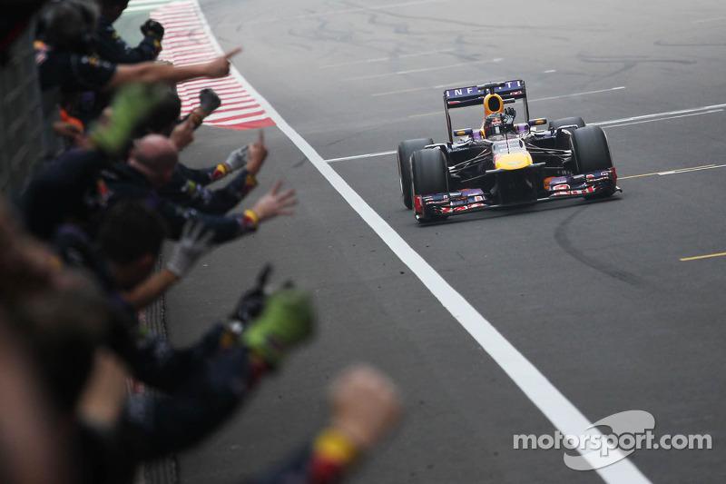 Los campeones de ese año, Vettel en pilotos y Red Bull en equipos