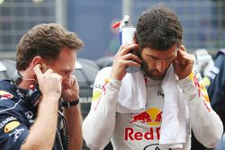 Mark Webber, Red Bull Racing met Christian Horner, Teambaas Red Bull Racing op de grid