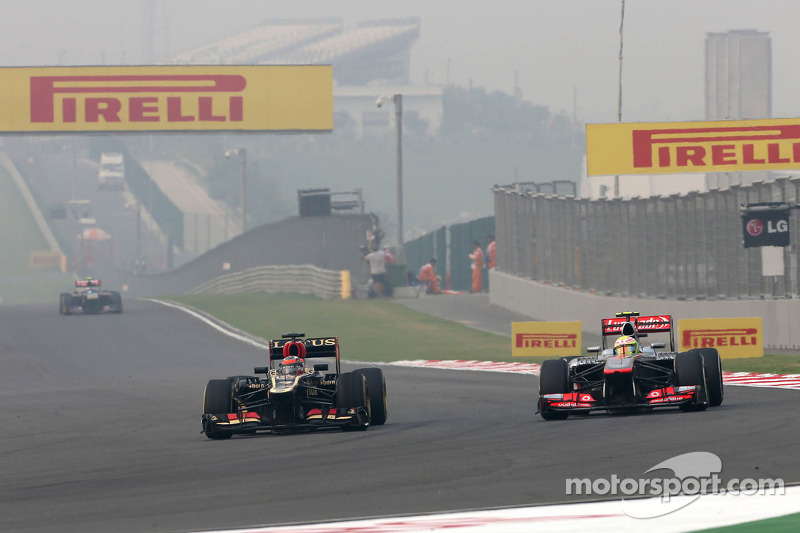 Kimi Raikkonen, Lotus F1 Team and Sergio Perez, McLaren Mercedes