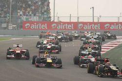 Rennstart: Kimi Räikkönen, Lotus F1 E21; Mark Webber, Red Bull Racing RB9; Nico Hülkenberg, Sauber C