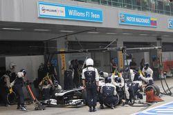 Valtteri Bottas, Williams FW35 pit stop