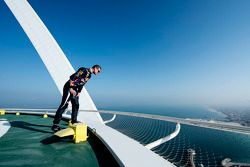 David Coulthard checks height, Burj Al Arab helipad