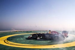 David Coulthard does donuts, Burj Al Arab helipad