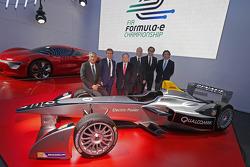 Alain Prost y Jean-Paul Driot con Jean Todt, Presidente de la FIA, con Alejandro Agag, co-fundador d