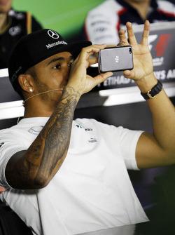 Lewis Hamilton, Mercedes AMG F1 en la conferencia de pilotos
