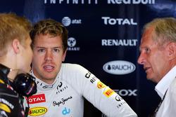 Sebastian Vettel, Red Bull Racing with Heikki Huovinen, Personal Trainer, and Dr Helmut Marko, Red Bull Motorsport Consultant (Right)