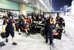 Lotus F1 E21, Romain Grosjean, Lotus F1 Team pit stop