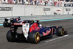 Daniel Ricciardo, Scuderia Toro Rosso STR8 oefent een start op de grid