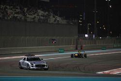 De safety car voor Daniil Kvyat