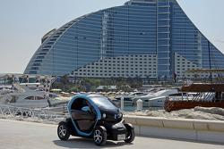 Mark Webber vezeti az elektromos Renault Twizyt