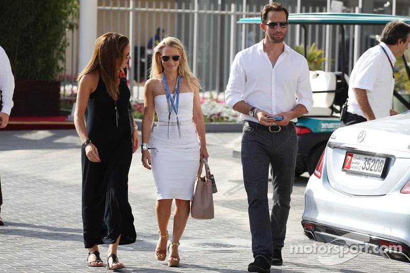 (L naar R): Natalie Pinkham, Sky Sports-presentator met Georgie Thompson, voormalig Sky Sports F1-pr