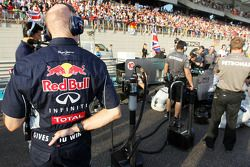 Christian Horner, Red Bull Racing Team Principal looks at the Mercedes AMG F1 W04 of Lewis Hamilton, Mercedes AMG F1 on the grid
