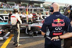 Christian Horner, Red Bull Racing Team Principal looks at the Sauber C32 of Nico Hulkenberg, Sauber