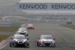 Tom Boardman, SEAT Leon WTCC, Special Tuning Racing e Mehdi Bennani, BMW E90 320 TC, Proteam Racing