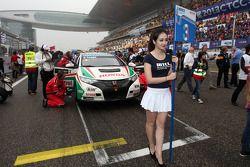 Grid Girl of Gabriele Tarquini, Honda Civic, Honda Racing Team J.A.S.