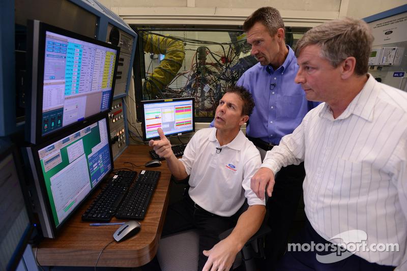 Scott Pruett bezoekt de engineers van Ford