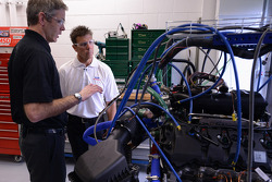 Scott Pruett bezoekt de engineers van Ford
