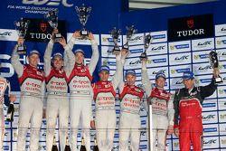 Os vencedores Andre Lotterer, Benoit Tréluyer, Marcel Fässler, terceiro colocado Loic Duval, Tom Kri
