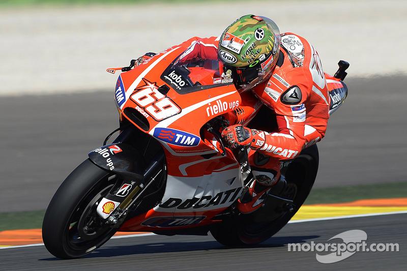 2013: Ducati, 9º no campeonato (126 pts), 18 corridas