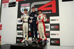 Podium van links naar rechts: Sennan Fielding, Matthew Graham en Pietro Fittipaldi