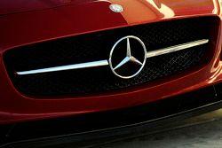 Un Mercedes SLS AMG en la recta de pits