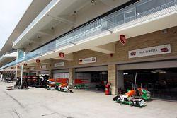 Sahara Force India F1 Team pit garajıs