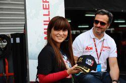 Yvan Muller, Chevrolet Cruze 1.6T, RML met een fan