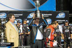 Círculo de la victoria: Roger Penske, campeón y propietario de NASCAR Nationwide Series 2013