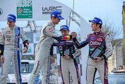 Vencedores Sébastien Ogier e Julien Ingrassia, terceiros colocados Thierry Neuville e Nicolas Gilsou