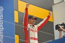 Podium: winner Yvan Muller, Chevrolet Cruze 1.6T, RML