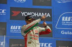 Podium: 2nd Tiago Monteiro, Honda Civic Super 2000 TC, Honda Racing Team Jas