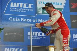 Podium: Yvan Muller, Chevrolet Cruze 1.6T, RML