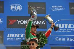 Podium: 2e Tiago Monteiro, Honda Civic Super 2000 TC, Honda Racing Team Jas