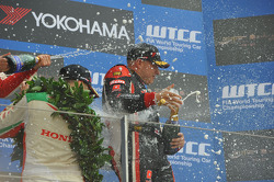 Podium: 1er Yvan Muller, Chevrolet Cruze 1.6T, RML, 2e Tiago Monteiro, Honda Civic Super 2000 TC, Honda Racing Team Jas, 3e Robert Huff, SEAT Leon WTCC, ALL-INKL.COM Munnich Motorsport