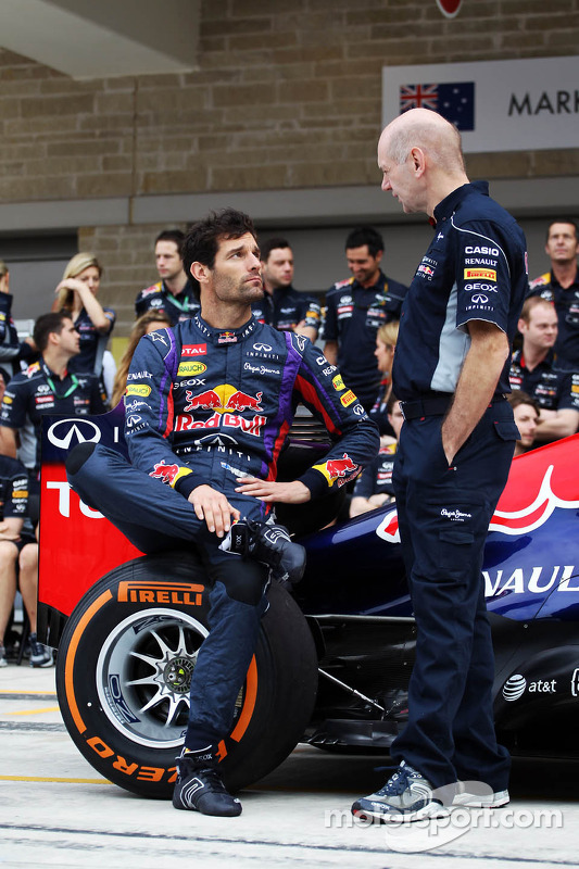 (Da esquerda para direita): Mark Webber, Red Bull Racing, e Adrian Newey, engenheiro da Red Bull Racing, na fotografia do time