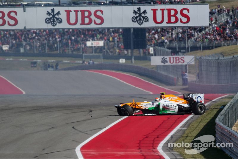 Adrian Sutil, Sahara Force India VJM06 es chocado por Pastor Maldonado y queda fuera de la carrera